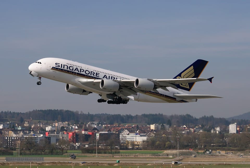 Avion Singapore Airlines.
